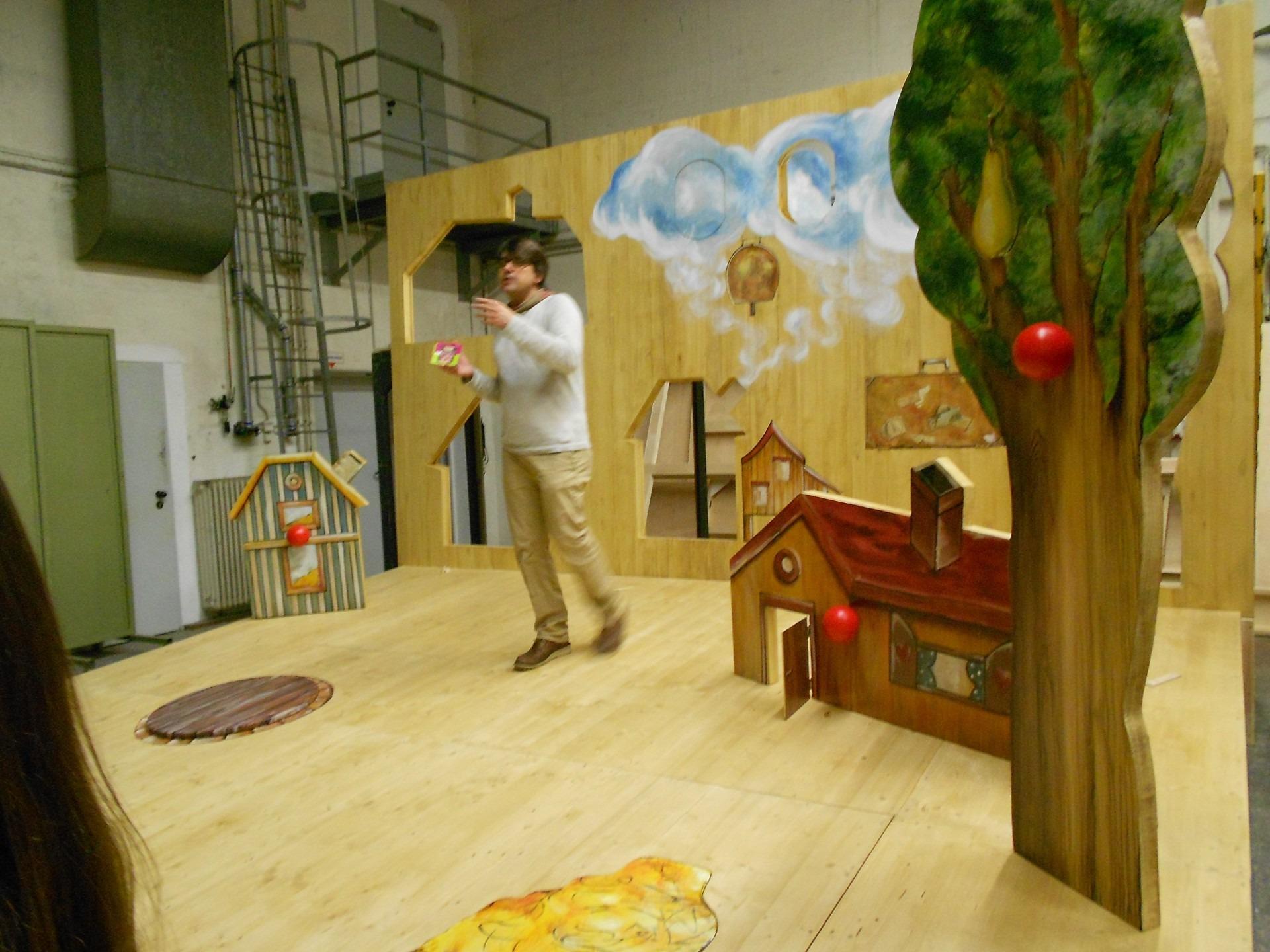 Im Malersaal - ein Bühnenbild entsteht