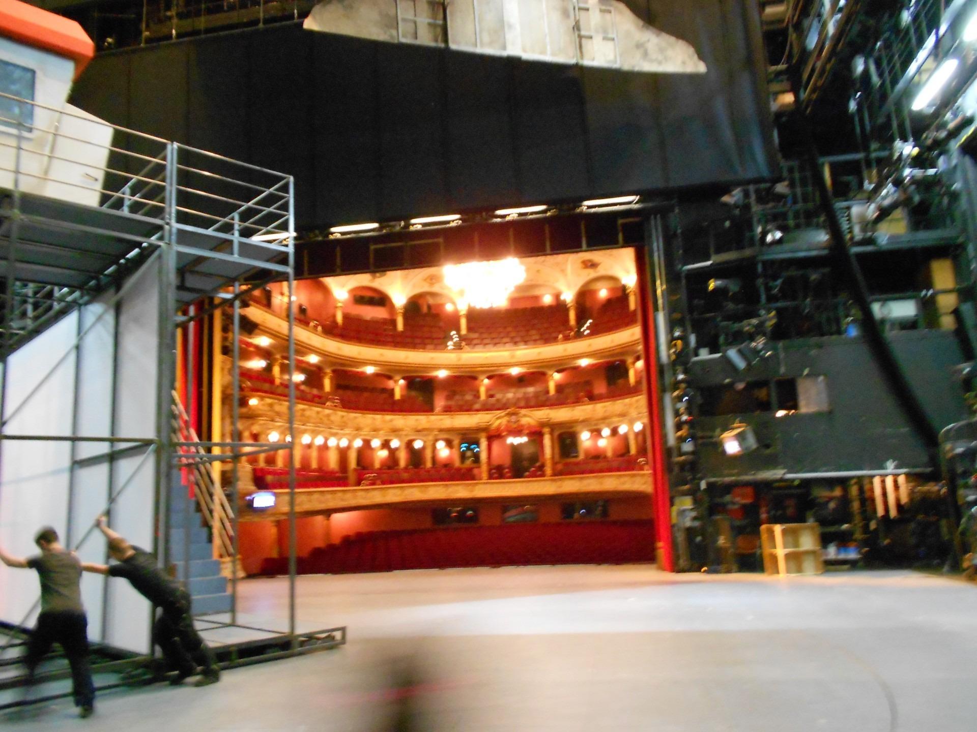 Auf der Bühne im großen Haus
